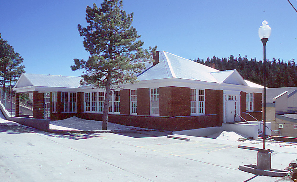 Cloudcroft Community Center and Michael Nivison Library