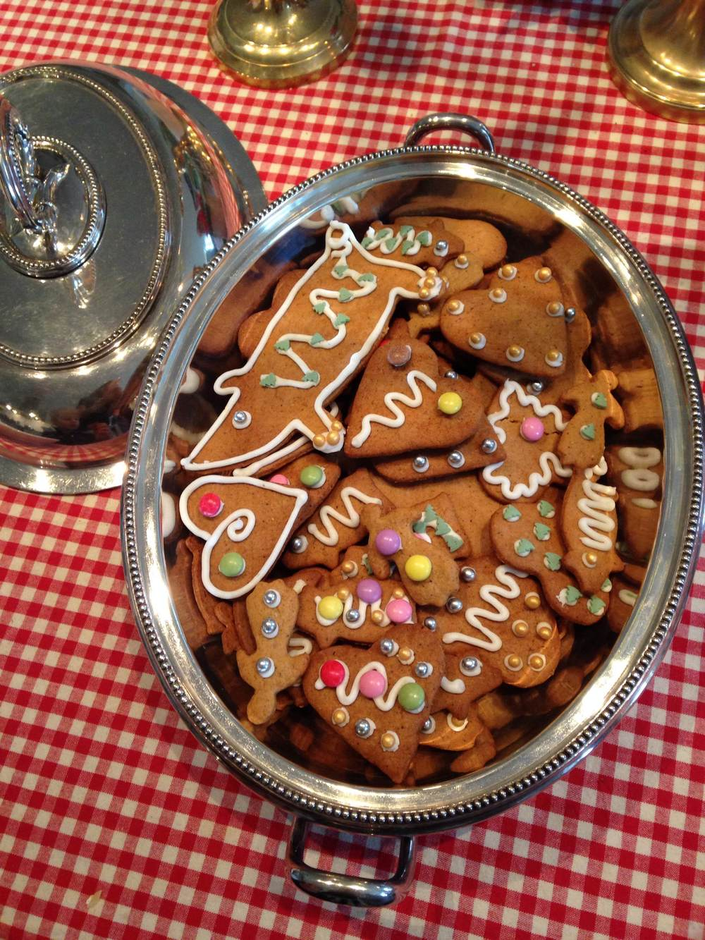 Traditional Swedish gingerbread - pimped up with some silver and gold of course