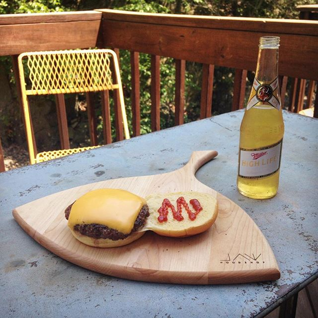 Live everyday like it's Memorial Day 😎 Tasting Boards available at jawwoodshop.com  #jawwoodshop #highlife #lowbrow #tastingboard #lieftastingboard
