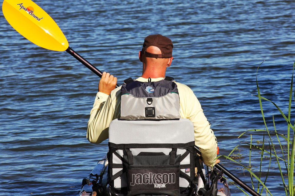 The MTI Adventurewear Dio F-Spec has an extremely high back to help keep you comfortable while out on the kayak. As you can see above, the top of the seat meets the back of the life jacket flawlessly.