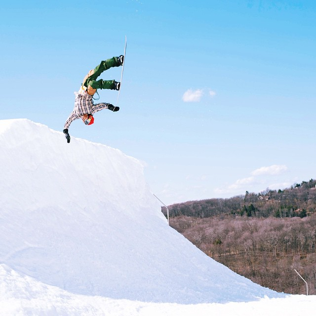 @erikleon_ completing the arc. @arborsnowboards #superpark19 @snowboardermag