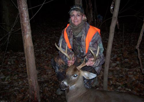 Shirby Evans with a Mississippi Muzzleloader buck.