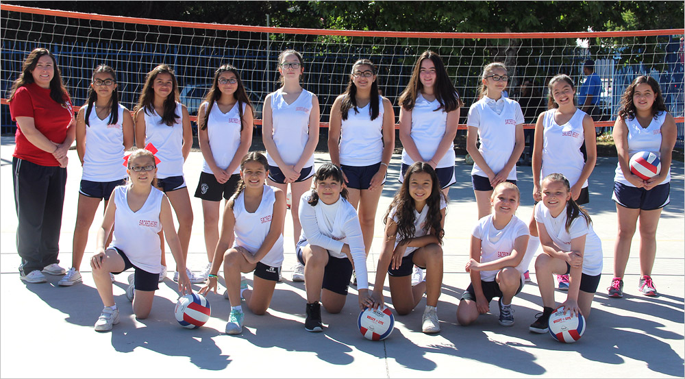 Team Photo © 2017 Maia Rothstein / sacredheartnogales.org. All rights reserved. This photo may not be re-posted, distributed or altered in any way.