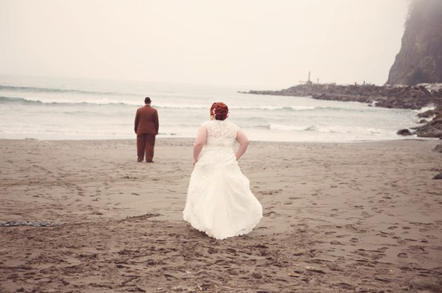 First look at First Beach. ❤️ Swipe through for the reveal! #allthefeels #loveatfirstsight #firstlook #firstbeach #lapush #forkswashington #weddingphotography #brideandgroom #seattlebride #seattleweddingphotographer #kitsapweddingphotographer #pnwweddingphotographer #pnwwedding #dirtybootsandmessyhair #wildloveadventures #wanderingweddings #wildheart❤️photography