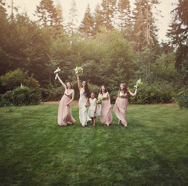 """True friends are like diamonds - bright, beautiful, valuable and always in style."" ~Nicole Richie 💖 #girlfriends #bridesmaids #weddingday #ido #beautifulbride #seattlebride #pnwwedding #pnwweddinginspo #outdoorwedding #pnwweddingphotographer #seattleweddingphotographer #kitsapweddingphotographer #wildheart❤️photography"