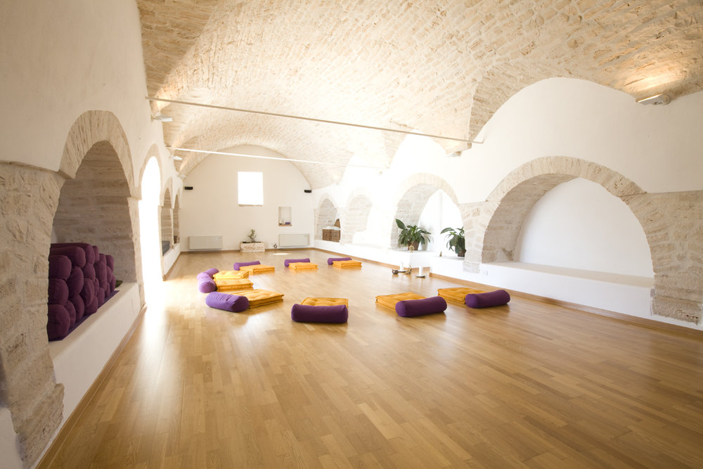 Indulge in 2 daily yoga classes – one invigorating flow, one gentle & relaxing  .  Reconnect with your inner spirit in the beautiful & quiet countryside of Italy