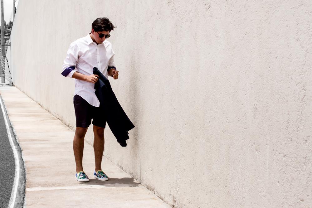 call it spring jose vargas moda fashion  photography blog honduras blogger fotografo zapatos tenis sneakers slip on floral print menswear street style suit shorts blazer camisa blanca white shirt