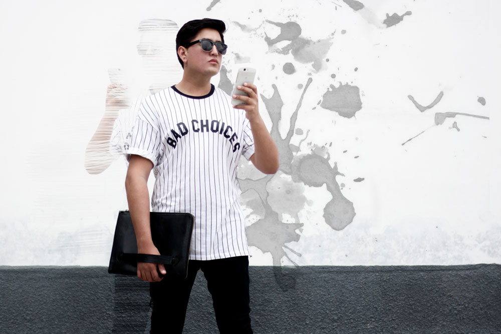 Camiseta  Bershka , Jean  Pull & Bear , Gafas de Sol  Pull & Bear , Sobre para computadora  Danilo's