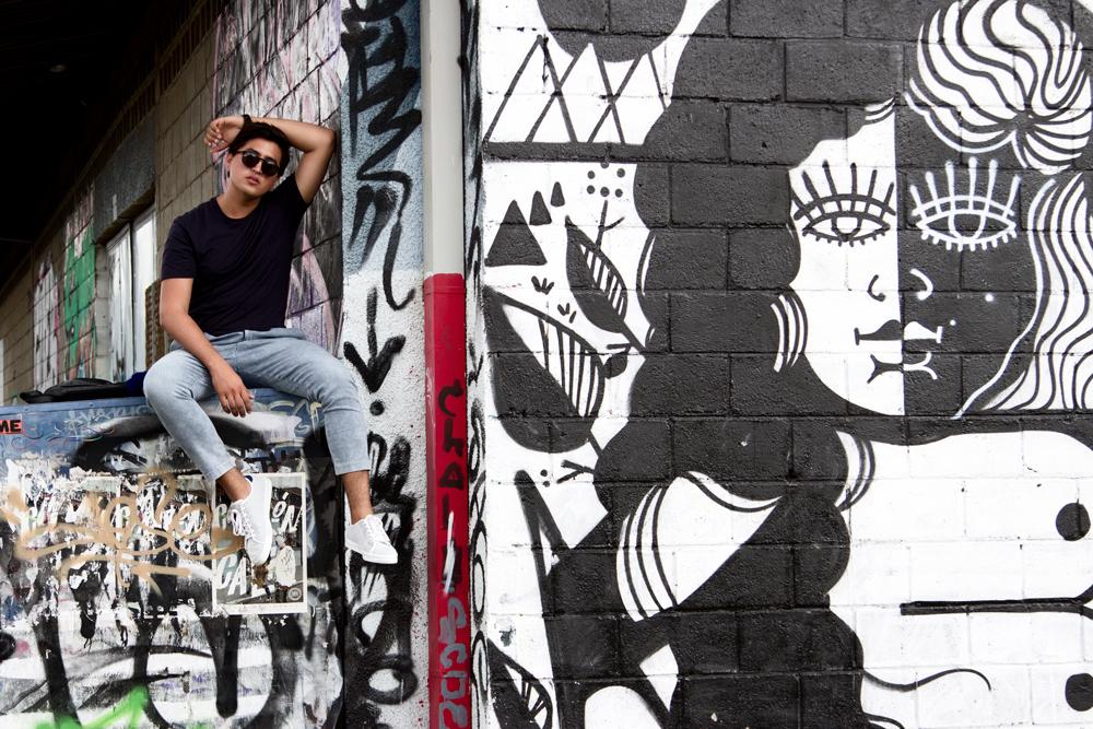Camiseta  Calvin Klein , Pantalon  ZARA , Zapatillas  Bershka , Messenger Bag  Danilo's