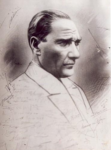 Cumhuriyet'in 2. yıldönümünde Ankara Palas'taki baloda çizilen bu resim Atatürk'ün beğenisini kazandı ve baloya katılanlar tarafından imzalandı.