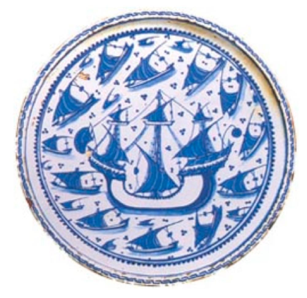 Mavi-Beyaz Düz Tabak yaklaşık 1535-45, çapı 32.6 cm'dir. (Victoria&Albert Müzesi, Londra.)