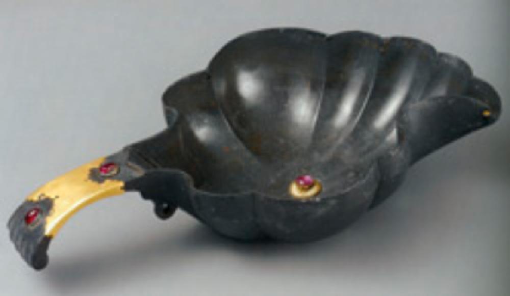 Tutya Su Tası (Çamçak), 16. yüzyıl, Hint veya Osmanlı işi olduğu tahmin ediliyor, 22x11.5 cm, T.S.M. 2/2848.