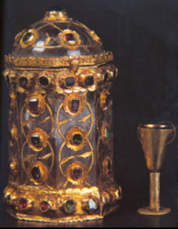 Sakal-ı Şerif Mahfazası, 16.yy ikinci yarısı, Osmanlı. Necef, altın, yakut, zümrüt. Yükseklik: 8 cm, çap: 4.5 cm. T.S.M. 2/4735