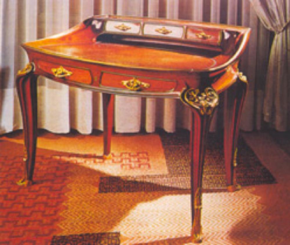 Tasarımı 1907 yılında Louis Majorelle tarafından yapılmış Art Nouveau yazı masası.