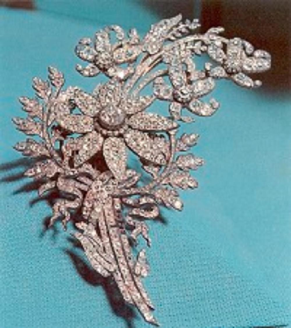 Elmaslı iğne, dal, yaprak çiçek tarzında dizayn edilmiş 19.yy ikinci yarısı (2/7578).