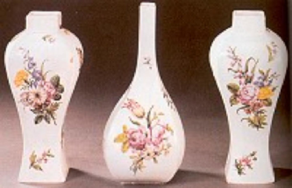 """En güzel Chelsea'ler """"Kırmızı Çapa"""" ile damgalanmış olanlardı. Yaz çiçekleri buketleri ile .....lanmış bu örnekler o döneme, yani 1755 yılına ait."""