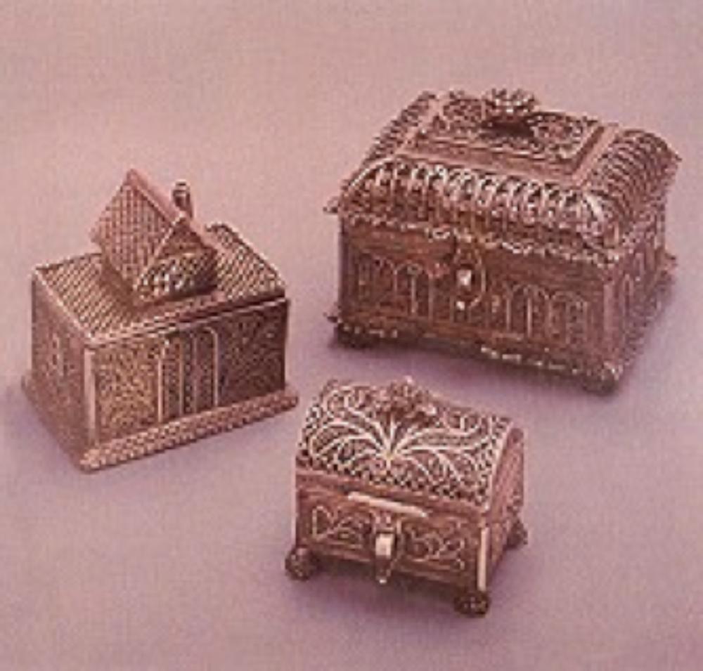 Resim 6. Telkari tekniğiyle üretilmiş üç adet kutu (19.yy)