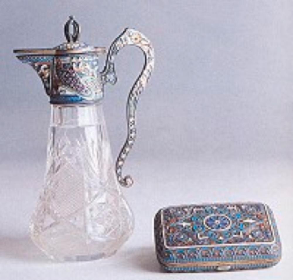 Resim 9. Kristal gövdeli, mineli karaf ve tütün tabakası. Moskova yapımı. (19.yy) (Ari İstanbulluoğlu koleksiyonu)