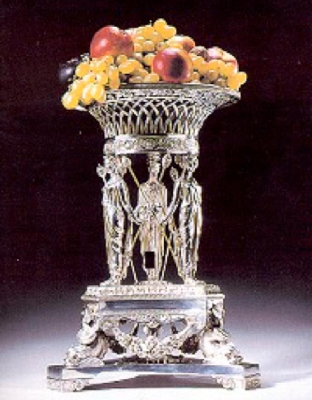 Recency dönemi gümüş centerpiece, Paul Storr yapımcı damgalı, Lontra, 1815, 45 cm yüksekliğinde, 7358 gr ağırlığında.