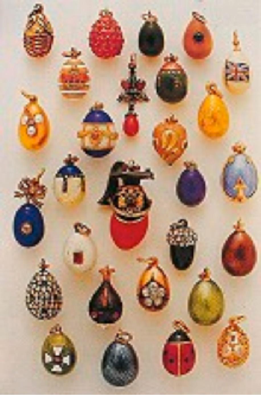 """""""Twentyeight Miniature Eggs"""" Çeşitli sanatçılar tarafından üretilmiş"""