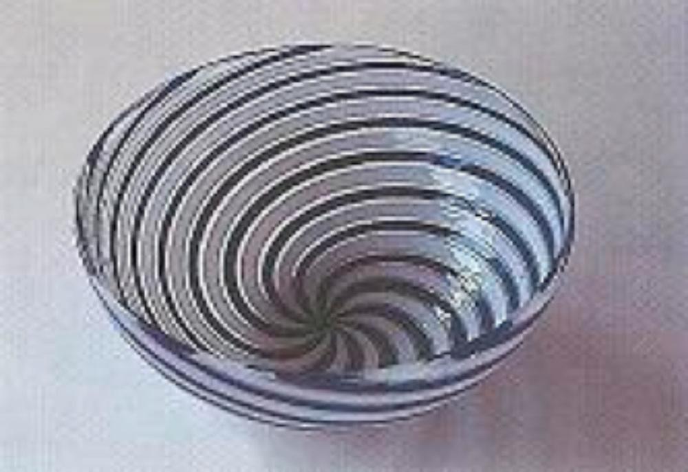 Beykoz işi bir çeşmibülbül kase. (T.Ş.C.F. Koleksiyonu)