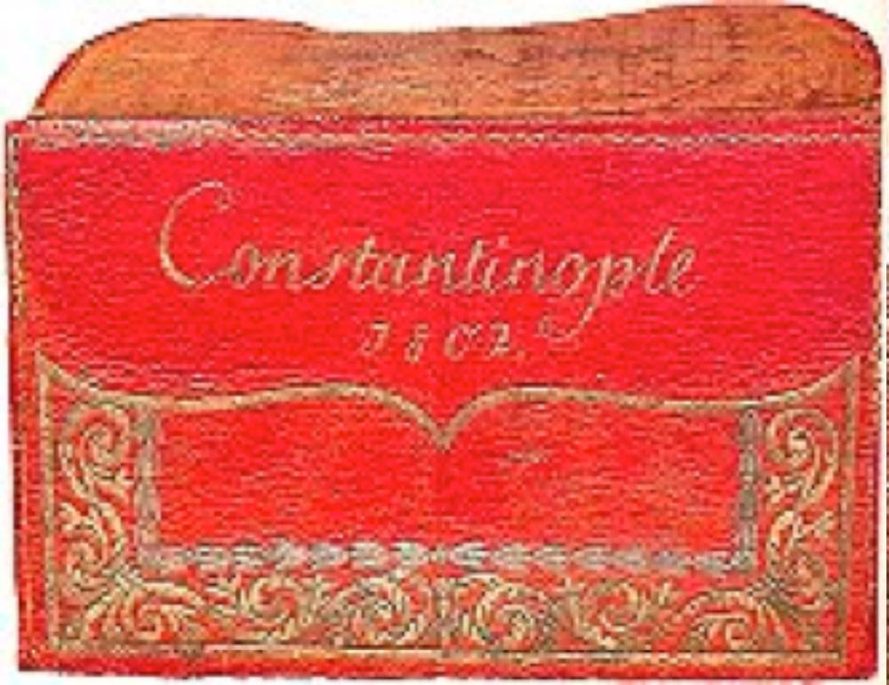 Bir madalyon içinde WT harflerini ve 1802 tarihini taşır. (Ekşinozlugil kol.)