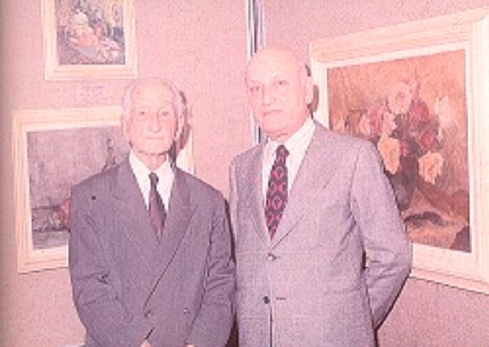 Hikmet Onat ve Taha Toros, sanatçının 1977 yılında açmış olduğu ilk ve son sergisinde