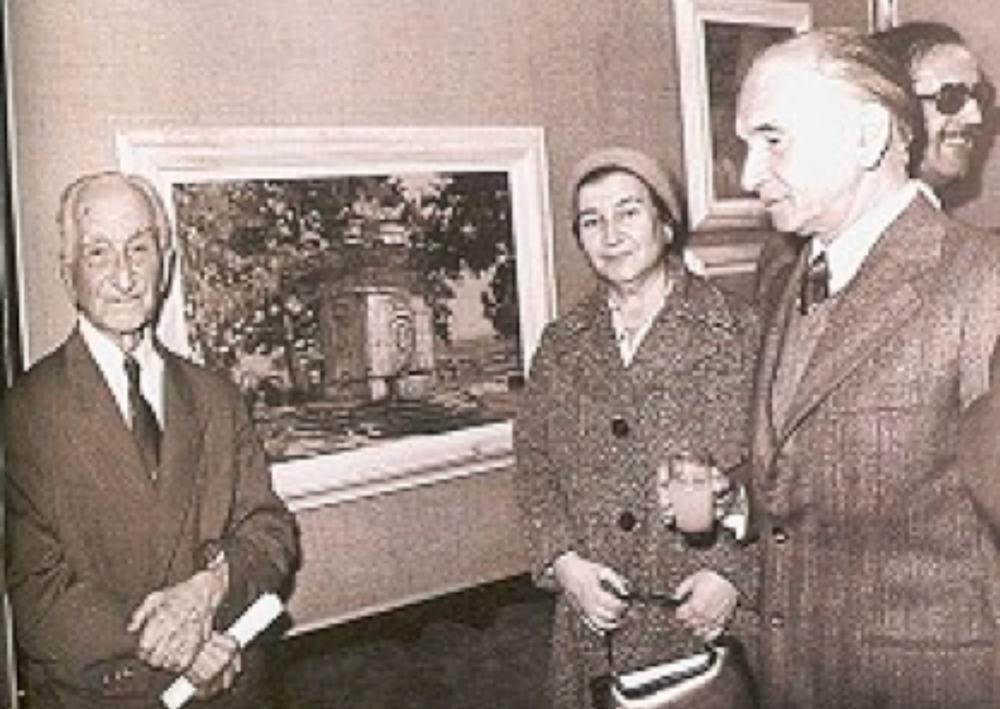 Hikmet Onat, kızı Süheyla ve oğlu Edip ile sergisinin açılışında