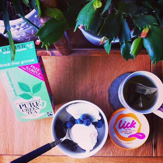 Sore heads on a Sunday can be beaten. A great combo of Banana & Honey froyo from the boys down @lickyogurt washed down with the soothing @clipperteas. #startup #healthychoice #sunday