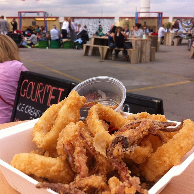 Throwing it all the way back to yesterday where we enjoyed some incredible #calamari from the awesome Yum Jungle. #sundaysessions #storeysundays