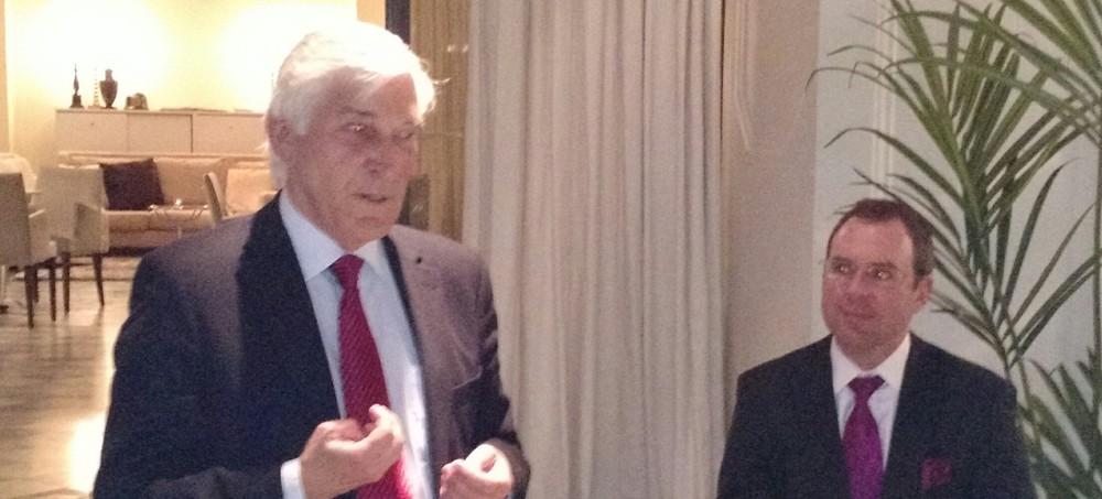 Sture Palmgren (till vänster), tillsammans med moderator Fredrik Vernersson, ordförande i TMA Sweden (till höger)