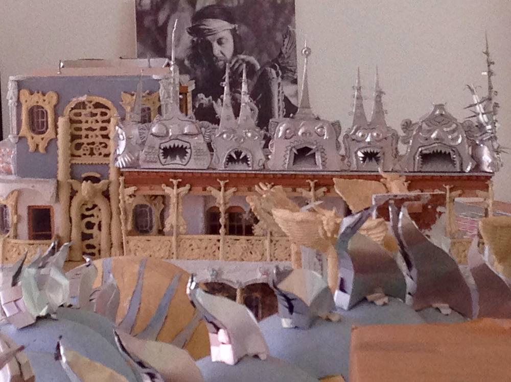 """IMG 01 Modell """"Weinrebenpark"""" (1991, Mischtechnik). Heute in Einzelteilen vorhanden, soll dieses zusammengefügt, restauriert und wieder dem Publikum zugänglich gemacht werden. Geschätzter Kostenfaktor des Gönnerprojektes: ca. CHF 60'000.-. Foto: Bruno Weber Stiftung"""