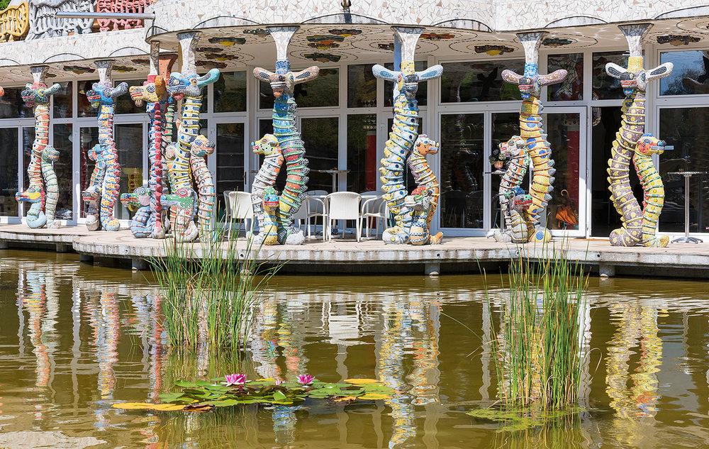 Seepferde beim Besucherzentrum am Wassergarten