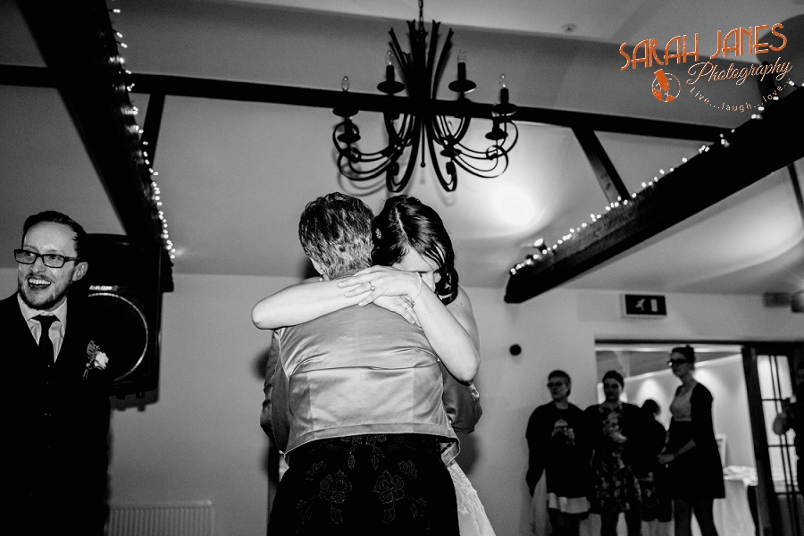 Sarah Janes Photography, Surrey wedding photography, wedding photography in Surrey, Wedding photography at Oaks Farm Weddings_0077.jpg