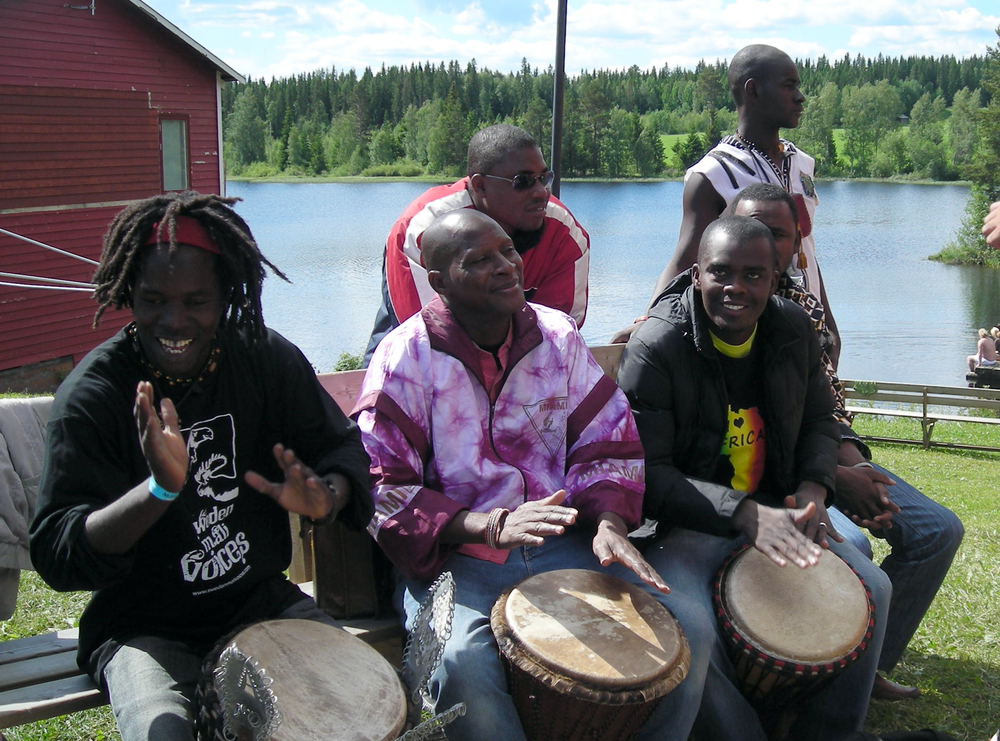 Aba Cisse playing a solo with Sidi Toure and Oumar Konate, Fröjdholmen 2010.