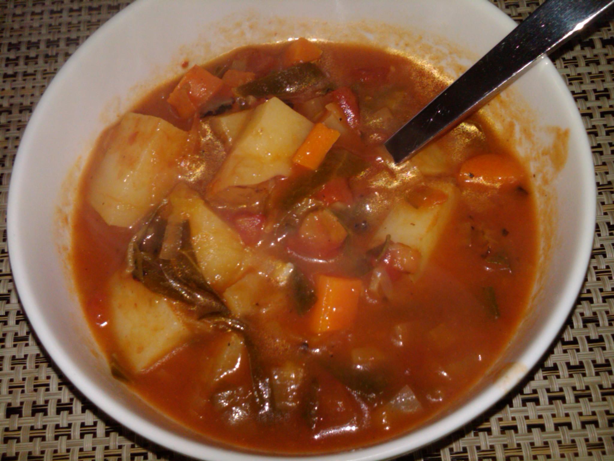 Vegan tomato veggie soup