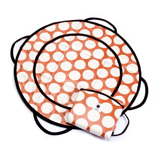 This changing pad is amazing with pockets for diapers and cream and wipes.