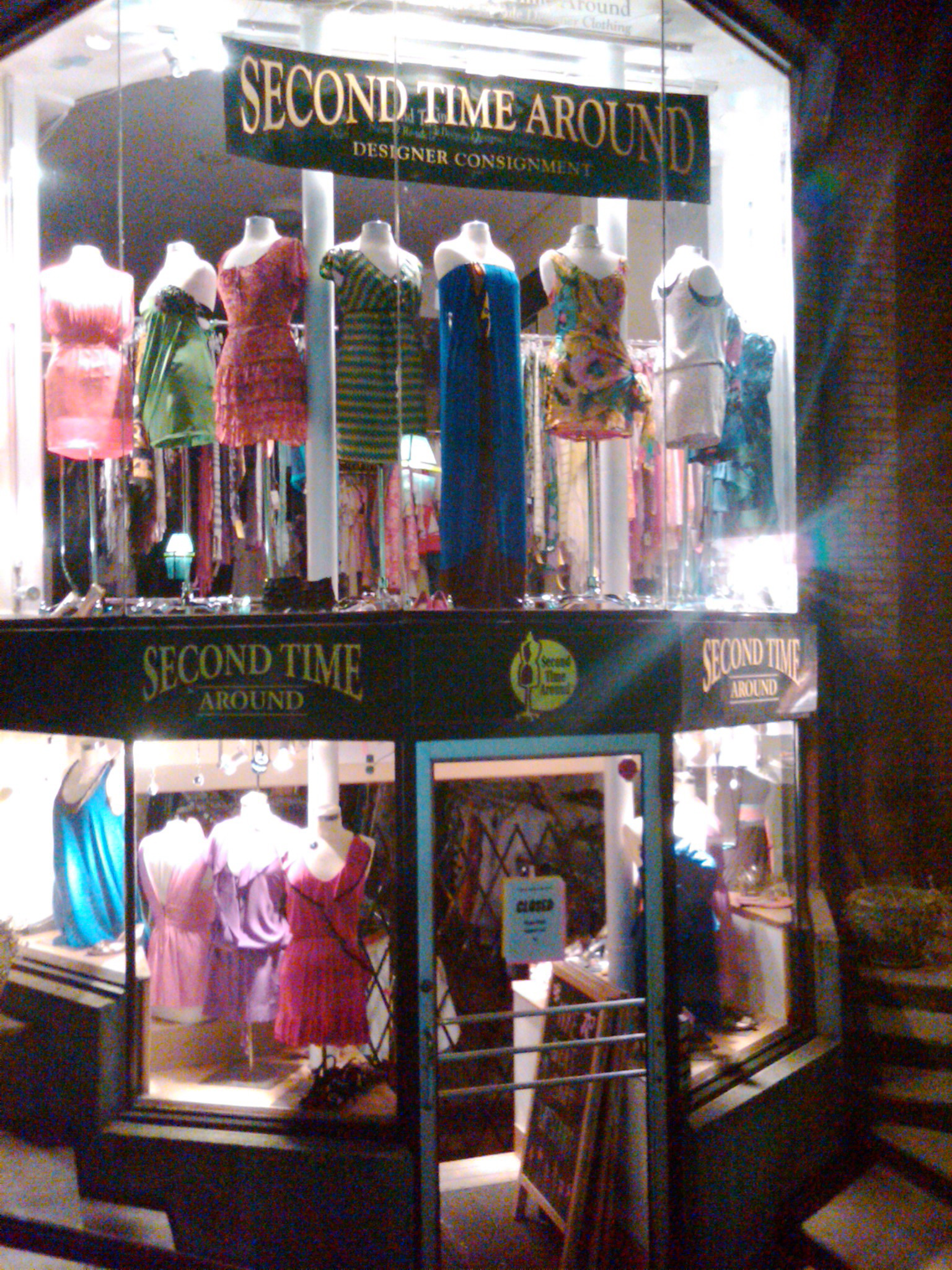 Vintage shopping is the eco-friendliest way to shop!