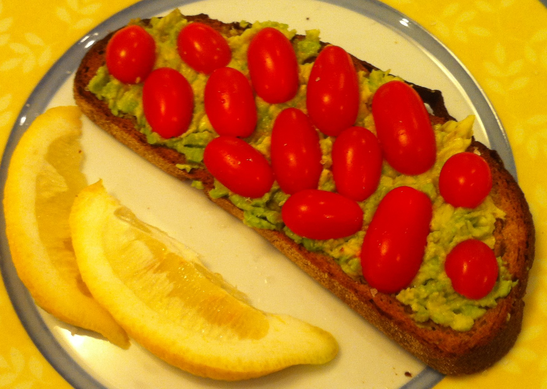This avocado toast is delicious and totally healthy and vegan.