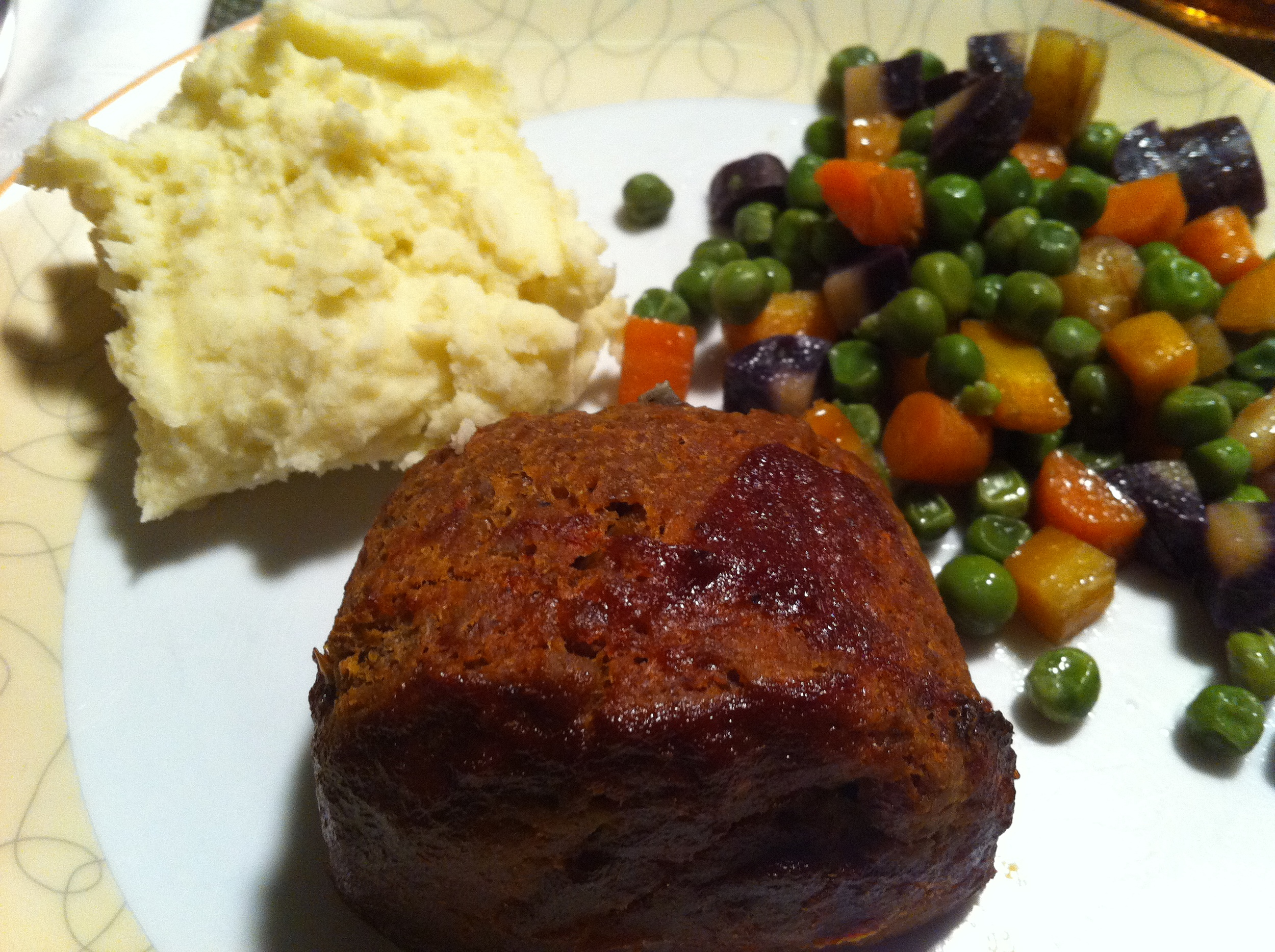 Field Roast meatloaf and mashed potatoes and peas and carrots make an amazingly retro dinner.