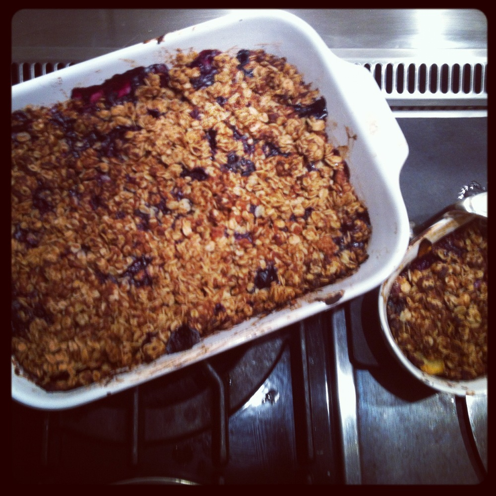 Love Life and Lollipops- Eve Lynn Kessner, Vegan, Mom, Brooklyn, Vegan Mom, Vegan Brooklyn, Brooklyn Mom, Williamsburg, Gluten Free, Vegan Summer Crumble: Peaches, Blueberries, and Strawberries straight from the farm!