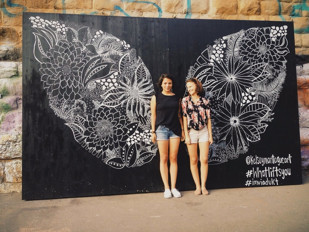 Hoffen, dass sich die Flügel von One Day Portray in allen Belangen ausbreiten: Die Gründerinnen Gabriella Hummel und Laura Brüllmann. Copyright: One Day Portray