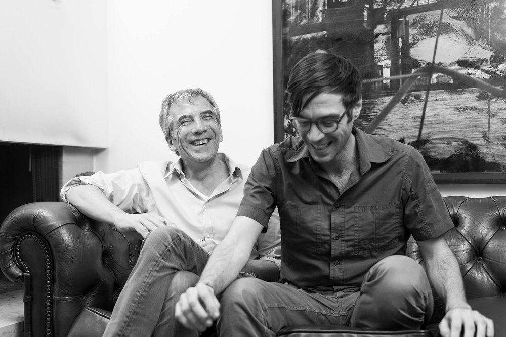 Freuen sich über «Project R»: Christof Moser und Constantin Seibt. Copyright: project-r.construction