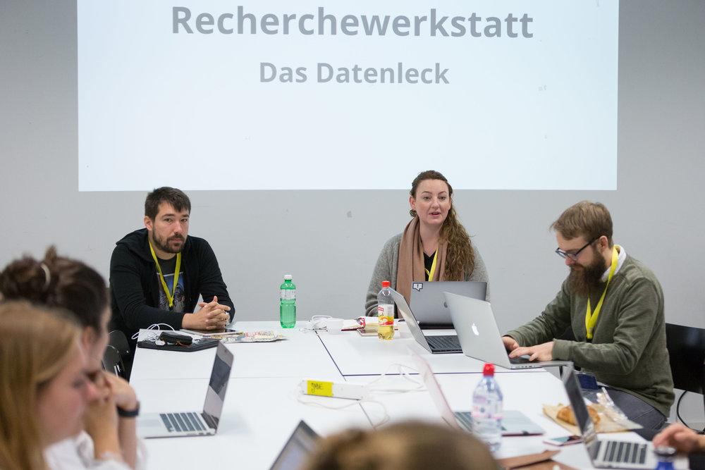 Konzentriert bei der Arbeit: Teilnehmende in der Recherchewerkstatt von Florian Imbach (SRF Rundschau), Sylke Gruhnwald (Beobachter/Republik), Thomas Preusse (Republik).