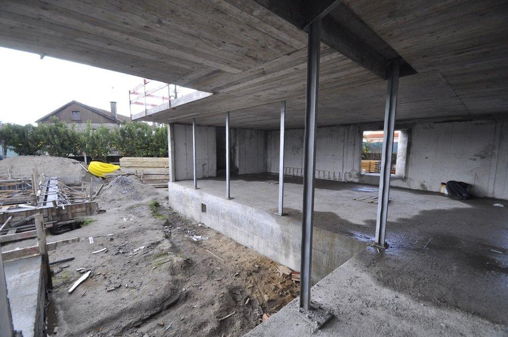 Esposende House Concrete livingroom exterior .jpg