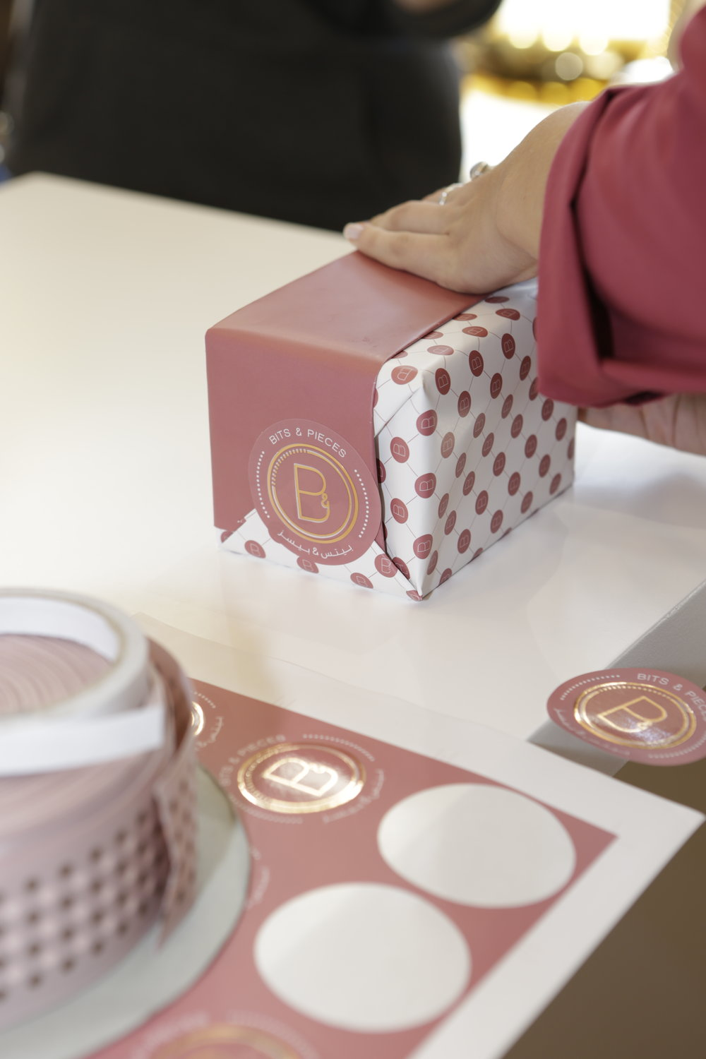 The art of gift wrapping, with the experts from BIT&Pieces
