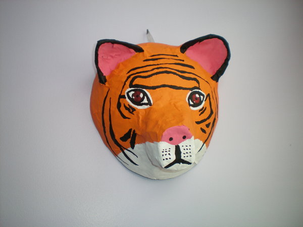 papier_mache_tiger_mask_by_catgirl5472.jpg
