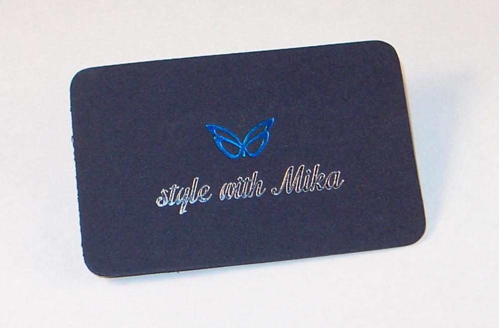 biglietto da visita stampato a due colori in termorilievo e fustellatura degli angoli