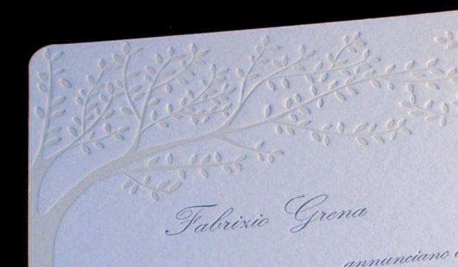 Partecipazione di matrimonio stampata in letterpress a due colori con cliché.