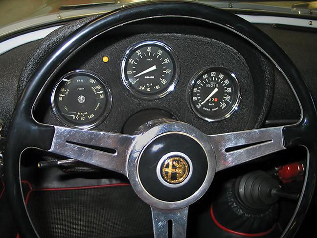 61-Alpha-Romeo-instruments.jpg